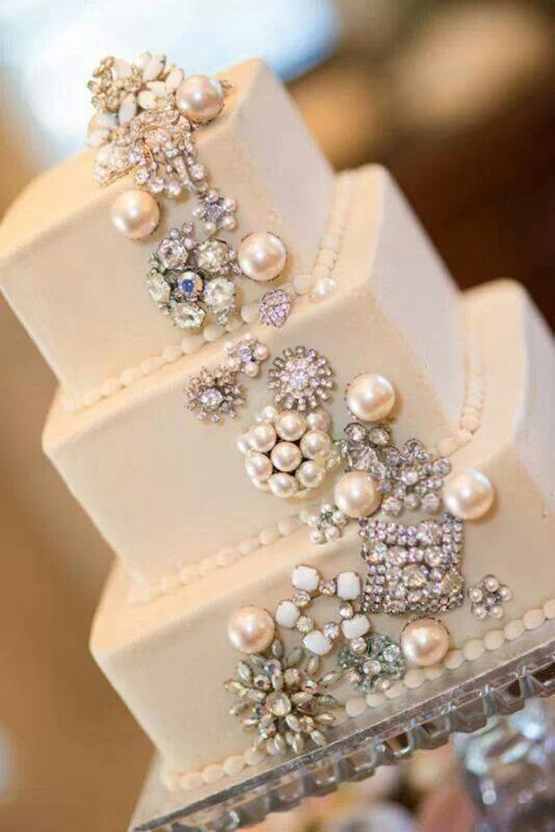6embellished-wedding-cake