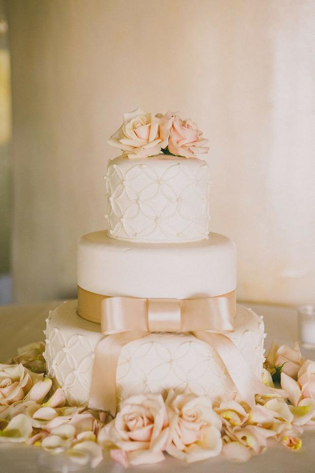 bow-wedding-cake