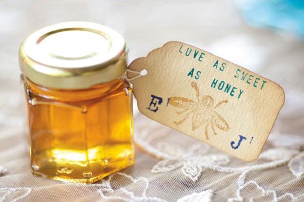 Wedding Favours Ideas Dubai : honey jars as wedding favours Dubai
