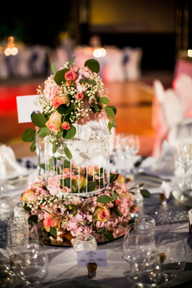 birdcage-and-flowers-centrepieces