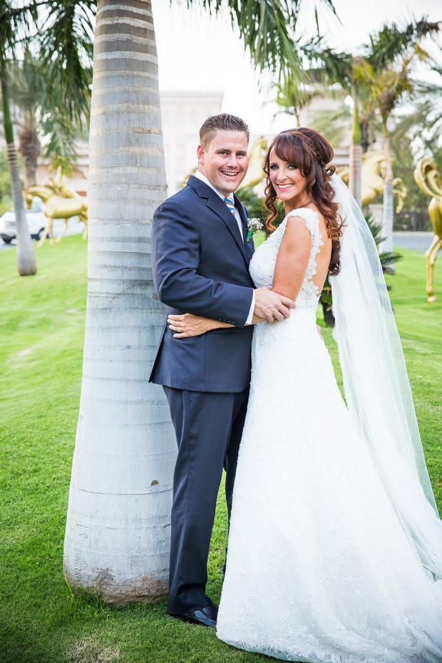 bride-groom-at-palm-tree-uae