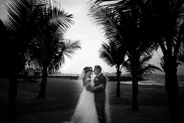 bride-groom-on-beach-UAE2