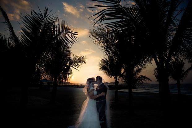 bride-groom-palm-tree-backdrop-UAE