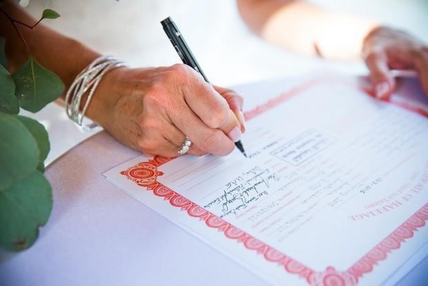 bride-groom-signing-registry-UAE