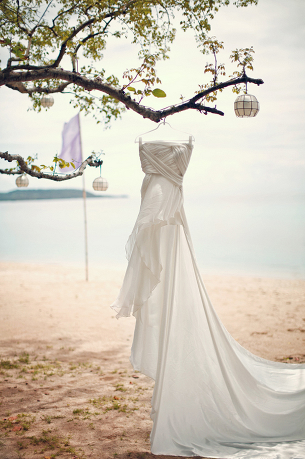 Tips to plan a beach wedding part 1 for Wedding dress for beach ceremony