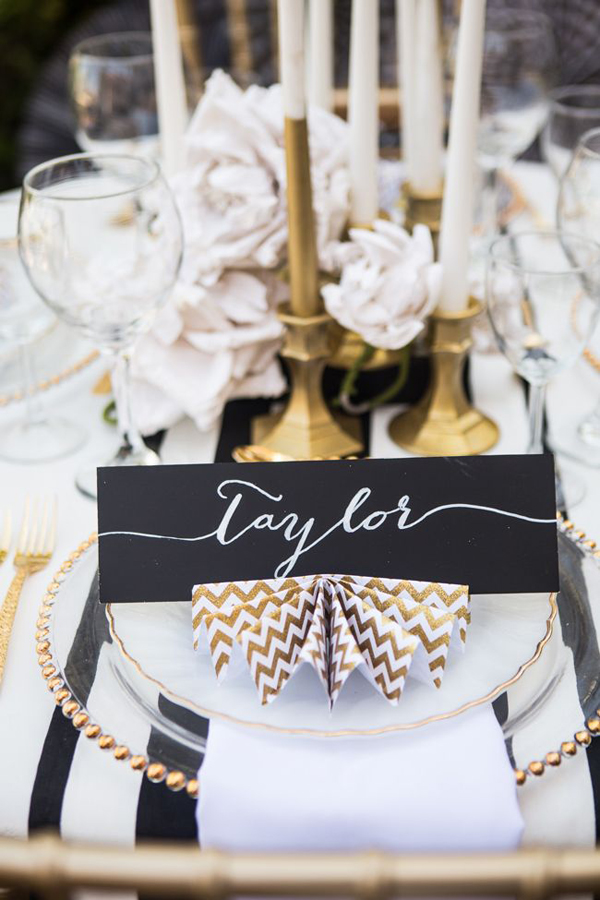 elegant-black-gold-place-card-idea-wedding