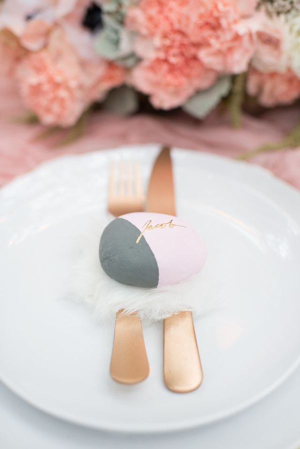 painted-stone-place-card-ideas-wedding