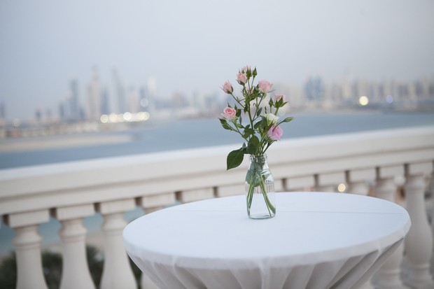 beach-wedding-uae-reception-tables