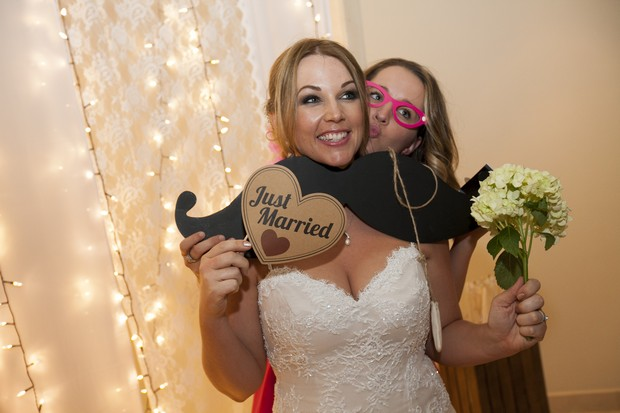 bride-photo-booth-props