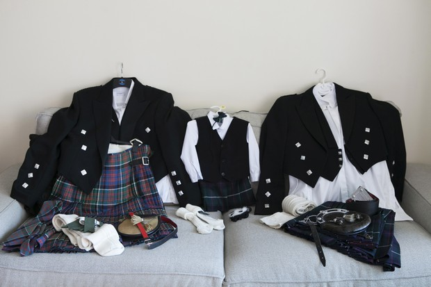 groom-groomsmen-kilts