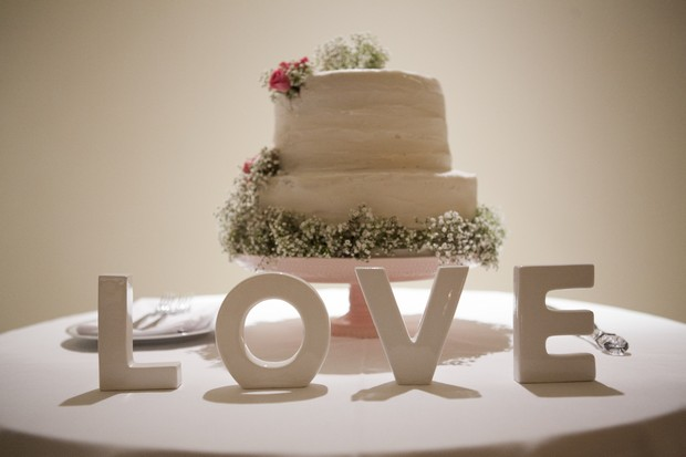 wedding-cake-LOVE-sign-real-wedding-dubai-UAE