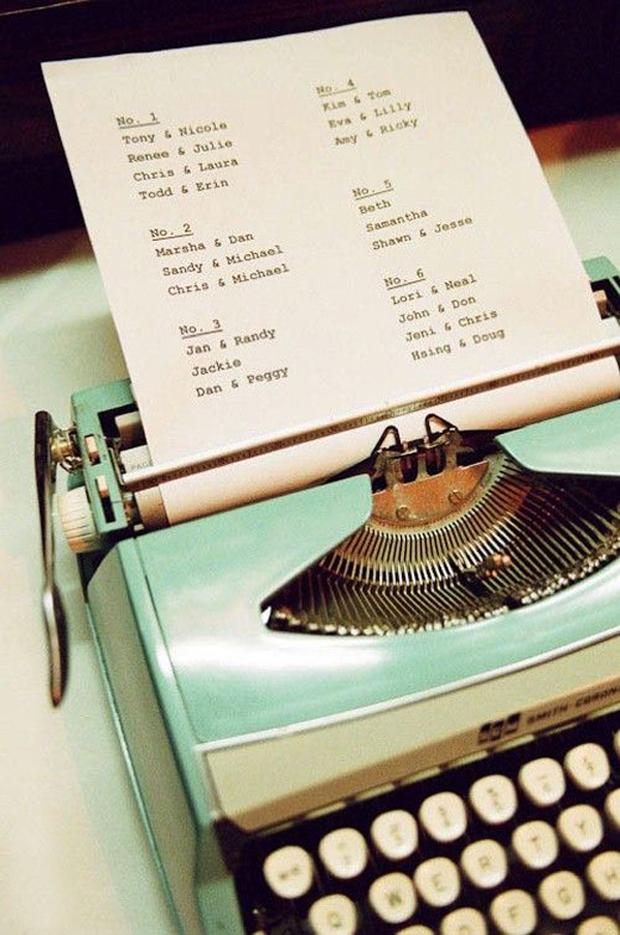 typewriter-wedding-table-plan