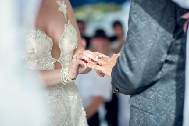 UAE_real_wedding_putting_on-rings