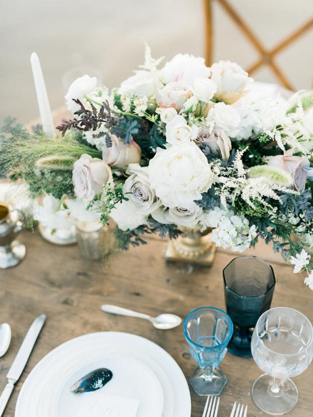 beach-wedding-table-setting-shells