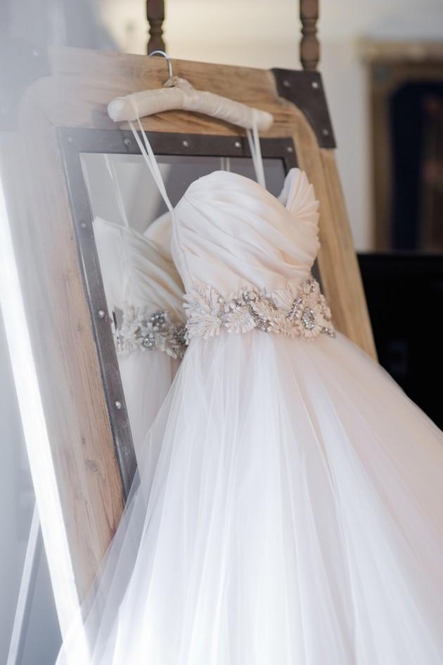 wedding-dress-shopping-tips-guide
