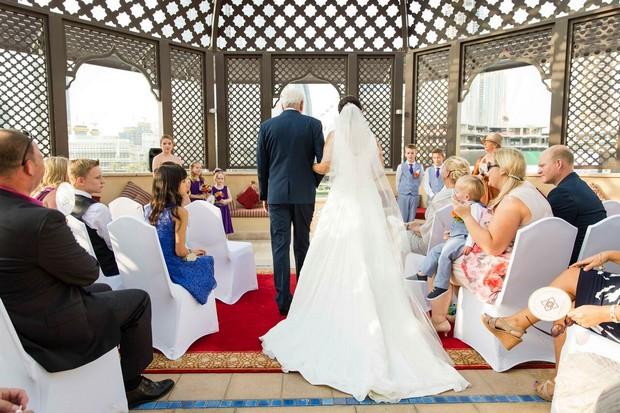 dubai-real-wedding-bride-arriving-at-ceremony