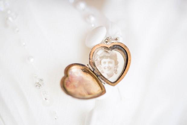 dubai-real-wedding-heart-locket