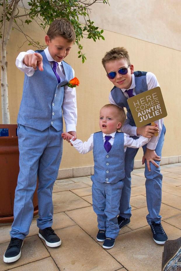 dubai-real-wedding-ring-bearers-with-fun-wedding-sign