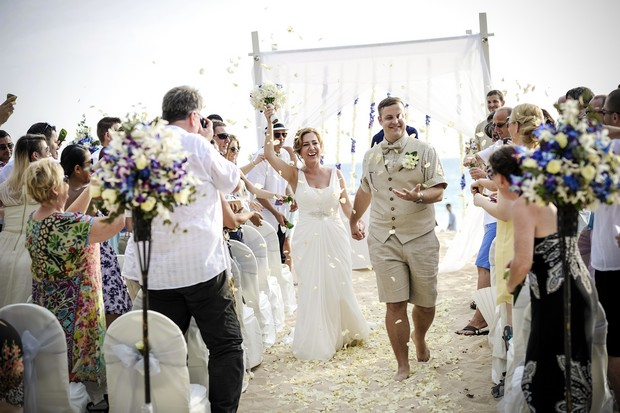 beach-wedding-thailand-bride-groom-ceremony-exit-guests-throwing-confetti
