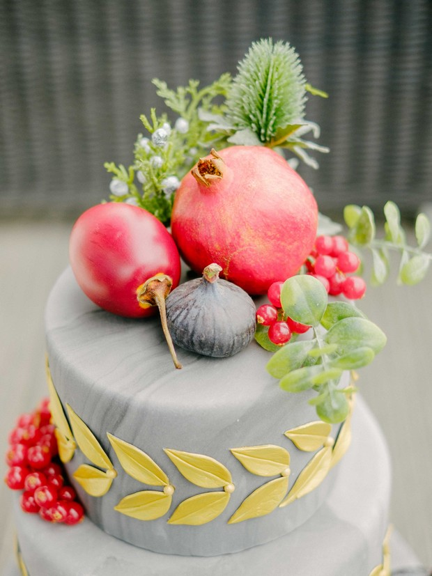 grey-wedding-cake-with-exotic-fruit