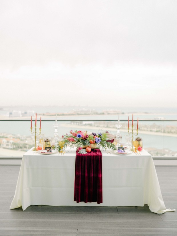 wedding-tablescape-with-red-velvet-table-runner