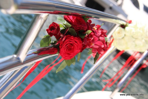 real-wedding-one-and-only-the-palm-flower-decor-yacht