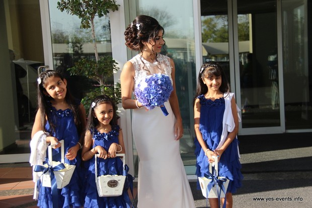 real-wedding-one-and-only-the-palm-flower-girls-in-blue-dresses