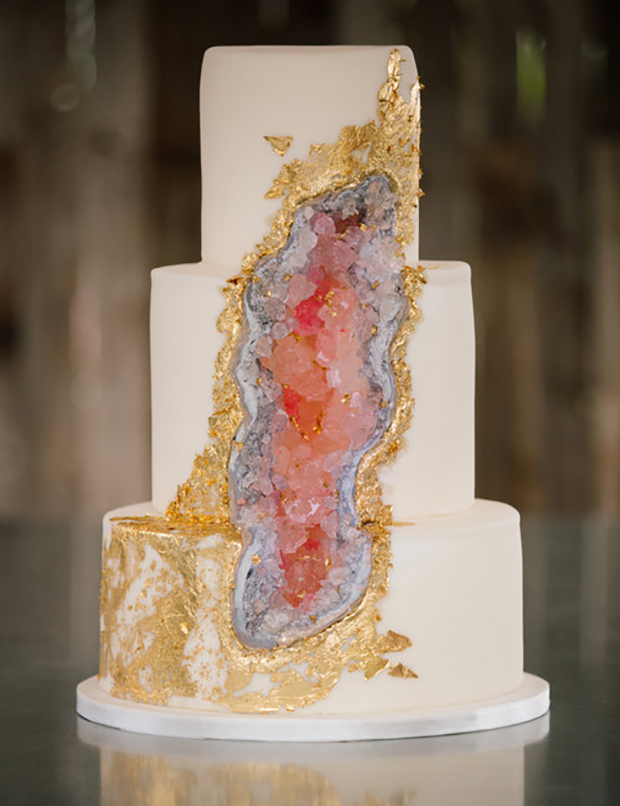Geode Cake One of our favourites has to be the beautiful cutting edge geode cake.  Although it can seem strange to make a cake mimic a rock, the textured crystallised sugary delights of these stylish cakes make impressive stunning wedding cakes.