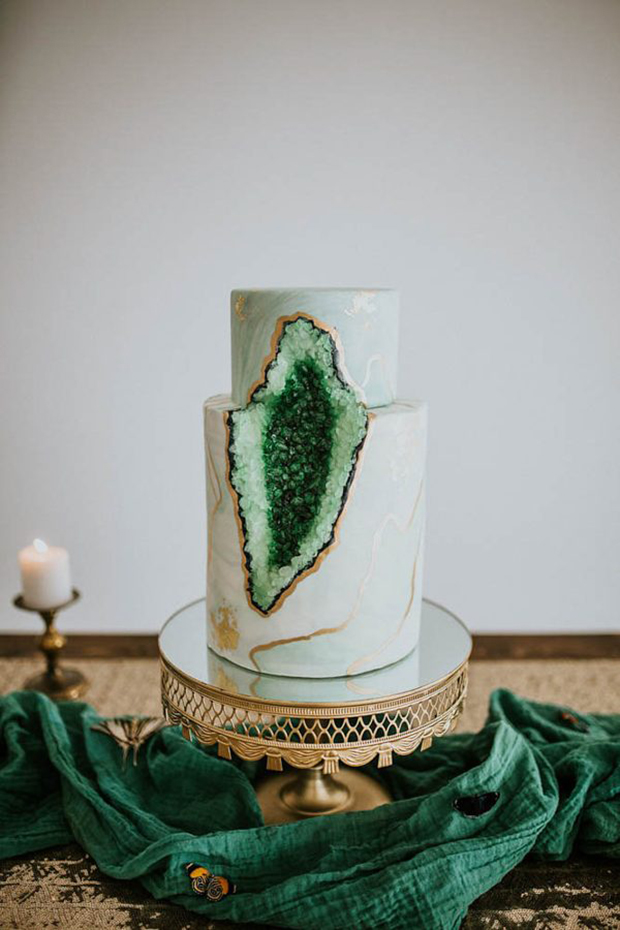 Green Geoed 2017 Wedding Cake Trends