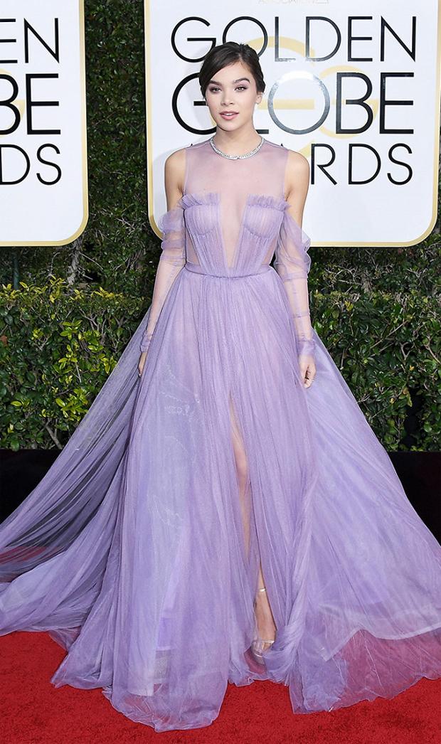 Hailee Steinfield Golden Globes